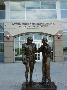 TomOsborne&BrookBerringer_Statue