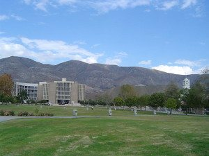California_State_University,_San_Bernardino_with_San_Bernardino_Mountains_in_the_background