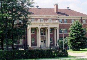 South_Dakota_State_University,_Wenona_Hall_2005_(6583530627)